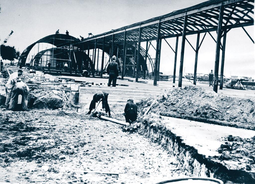 Le premier bâtiment de l'aéroport JFK était un terminal en forme de hutte quonset. (nyheritage.org/cradle of aviation)