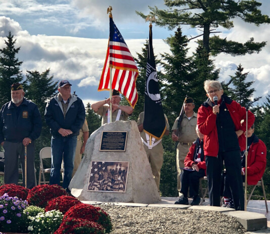 Freeport-flag-ladies-WAA-monument
