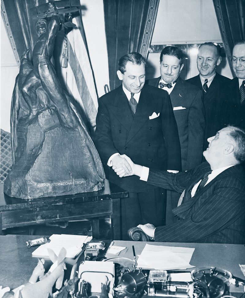 de Seversky shaking-hands with President Franklin Roosevelt at the White House.